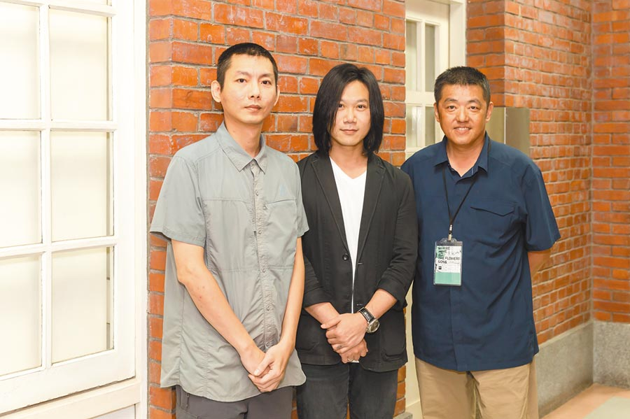 許志遠(左起)、瑪莎、林強出席「查無此人─小花計畫展」閉幕前夜輕電子派對。
