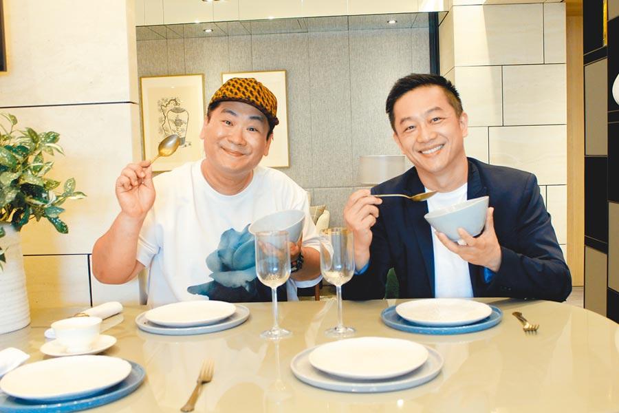 陳昭榮(右)昨和爆爆在高雄直播賣房,分享和高雄的淵源。