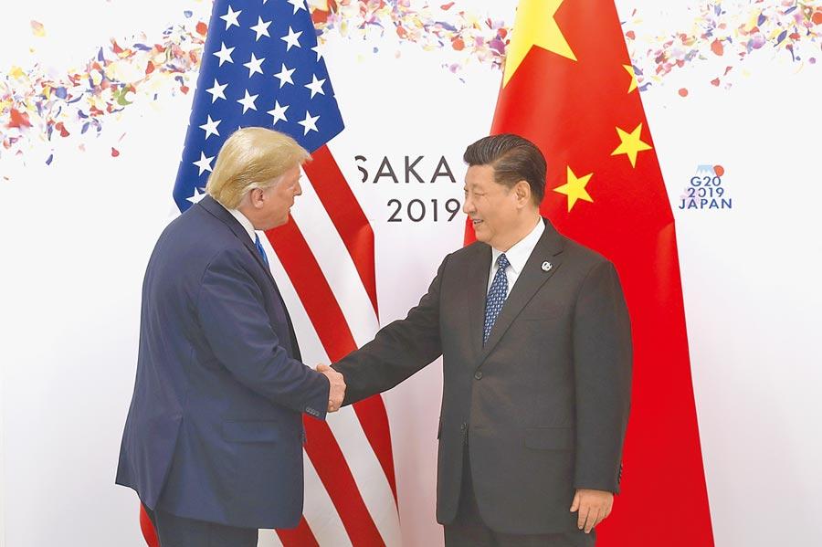 本次大阪G20峰會,習近平(右)與川普(左)會晤釋出中美貿易戰「休戰」的訊息,讓A股得以回穩。(中新社)