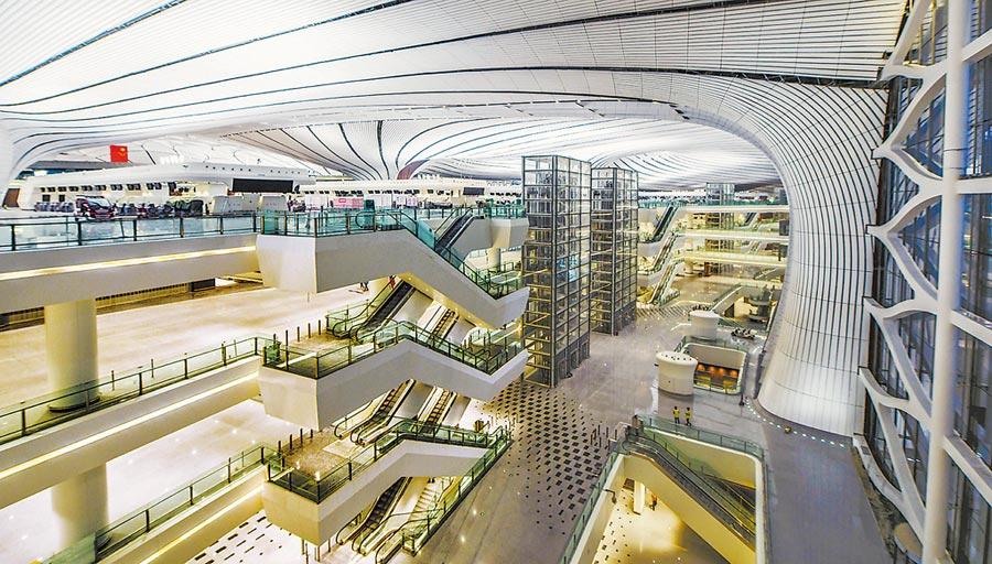 大興國際機場航站樓內景。(潘之望攝)