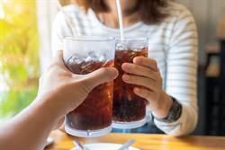 可樂能溶解胃結石?胃腸科醫生解答