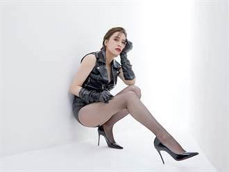 人妻女星超激短皮褲配網襪 霸氣秀零死角美腿