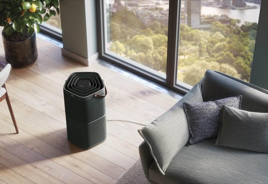 新光三越E:LECTROLUX PureA9空氣清淨機PA91-406DG,原價2萬4900元、特價2萬1900元,買即獨家送價值4700元的濾網EFDCLN4乙個+木質腳墊ECLDB1。(新光三越提供)