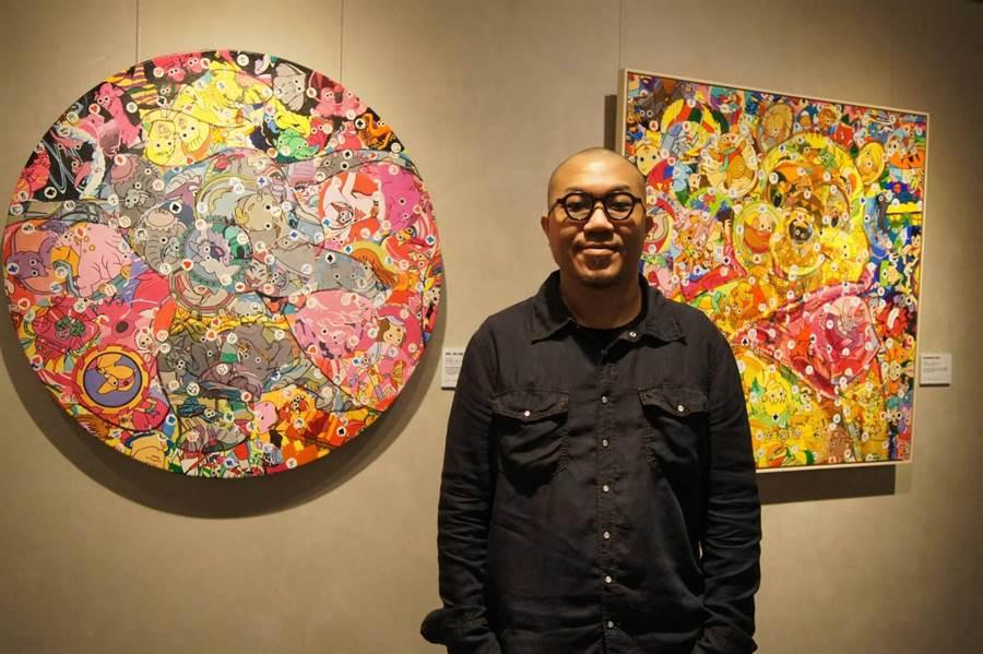 藝站當代藝廊最近正展出畫家林慶芳作品展,畫家林慶芳於展場親自導覧解說。(林欣儀攝)