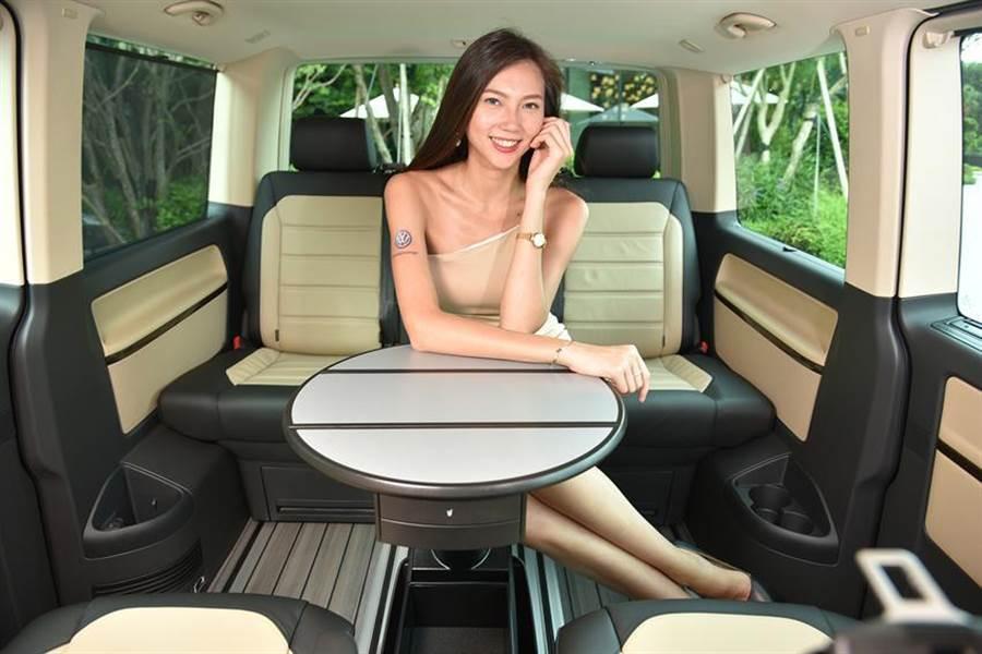 福斯商旅新年式Multivan擁有大車室空間,可作為行動辦公室,成為2020年總統候選人專用坐駕。圖/業者提供