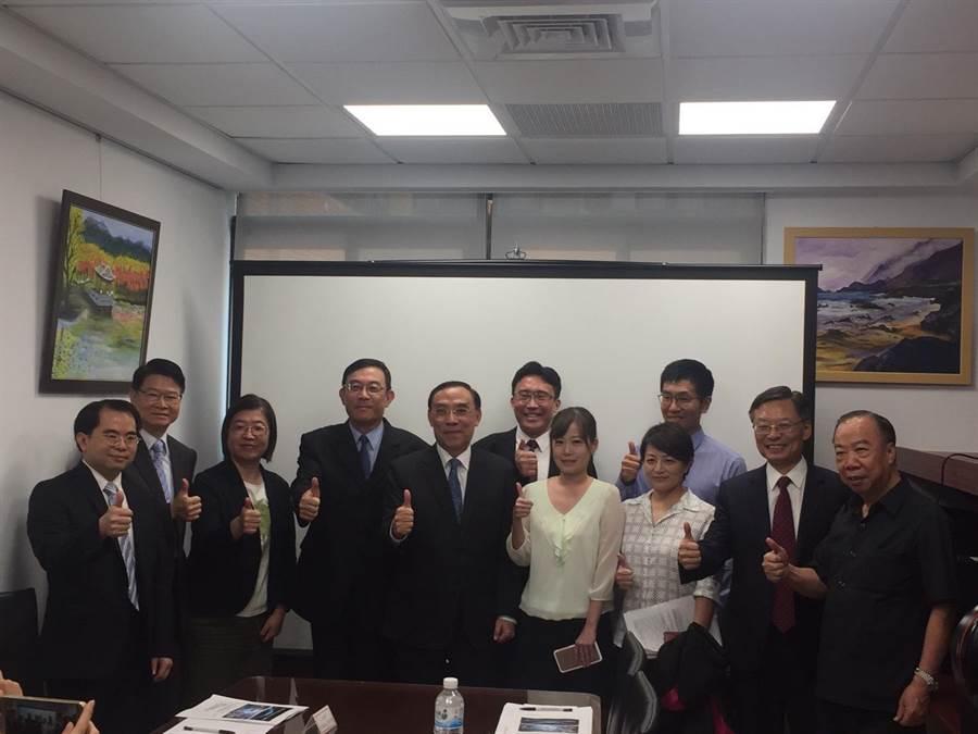 北檢成立「科技查賄指揮中心」,法務部長蔡清祥(圖中)參與。(陳志賢攝)