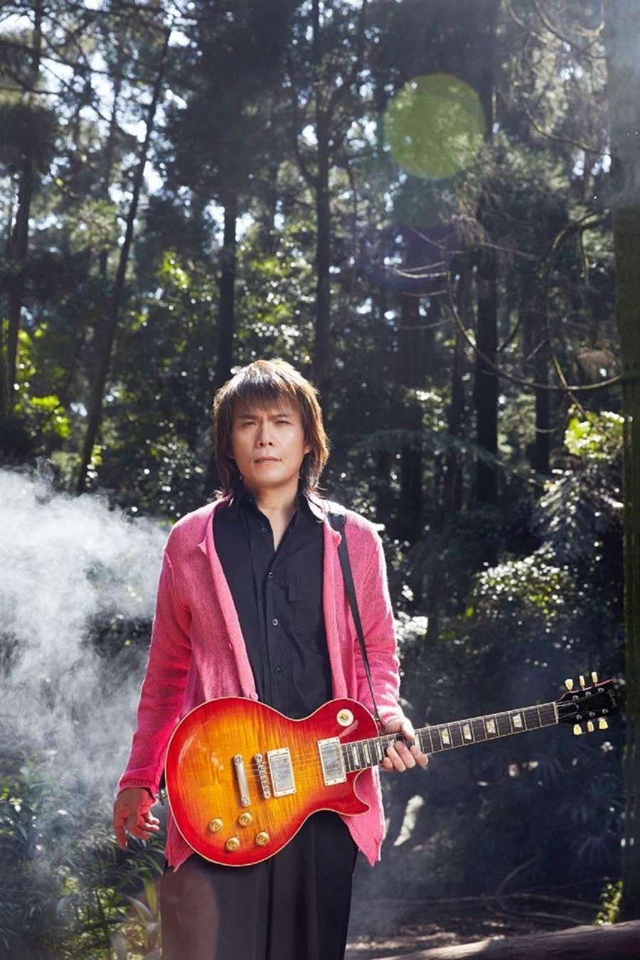 伍佰推出新專輯《讓水倒流》。環球音樂提供