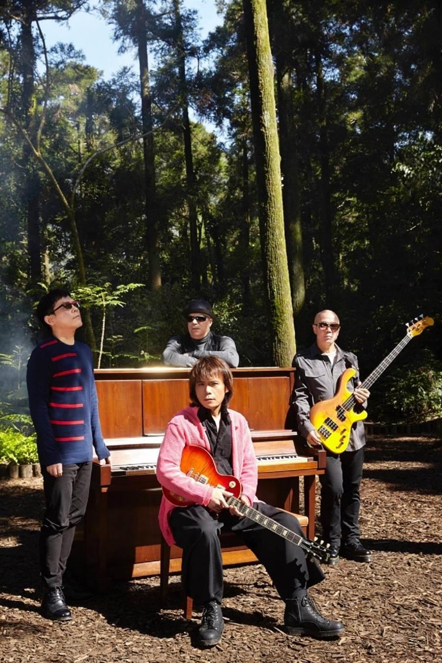 伍佰即將推出第三波主打《深秋的祝福》MV。環球音樂提供