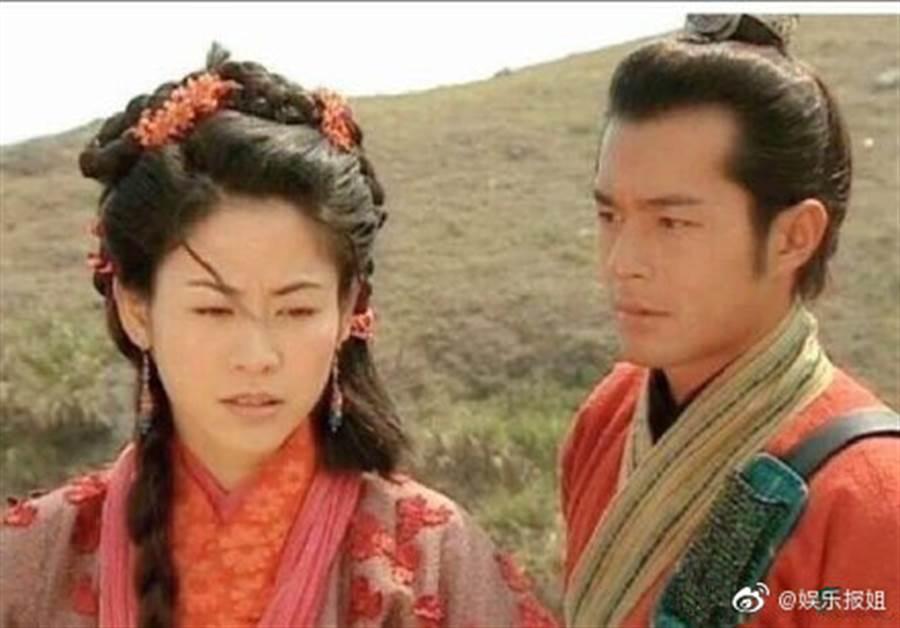 兩人合作的港劇《尋秦記》從電視版演到電影版,如今傳出兩人可能成為戀人甚至年底成婚,讓影迷都相當興奮。(圖/翻攝自微博)