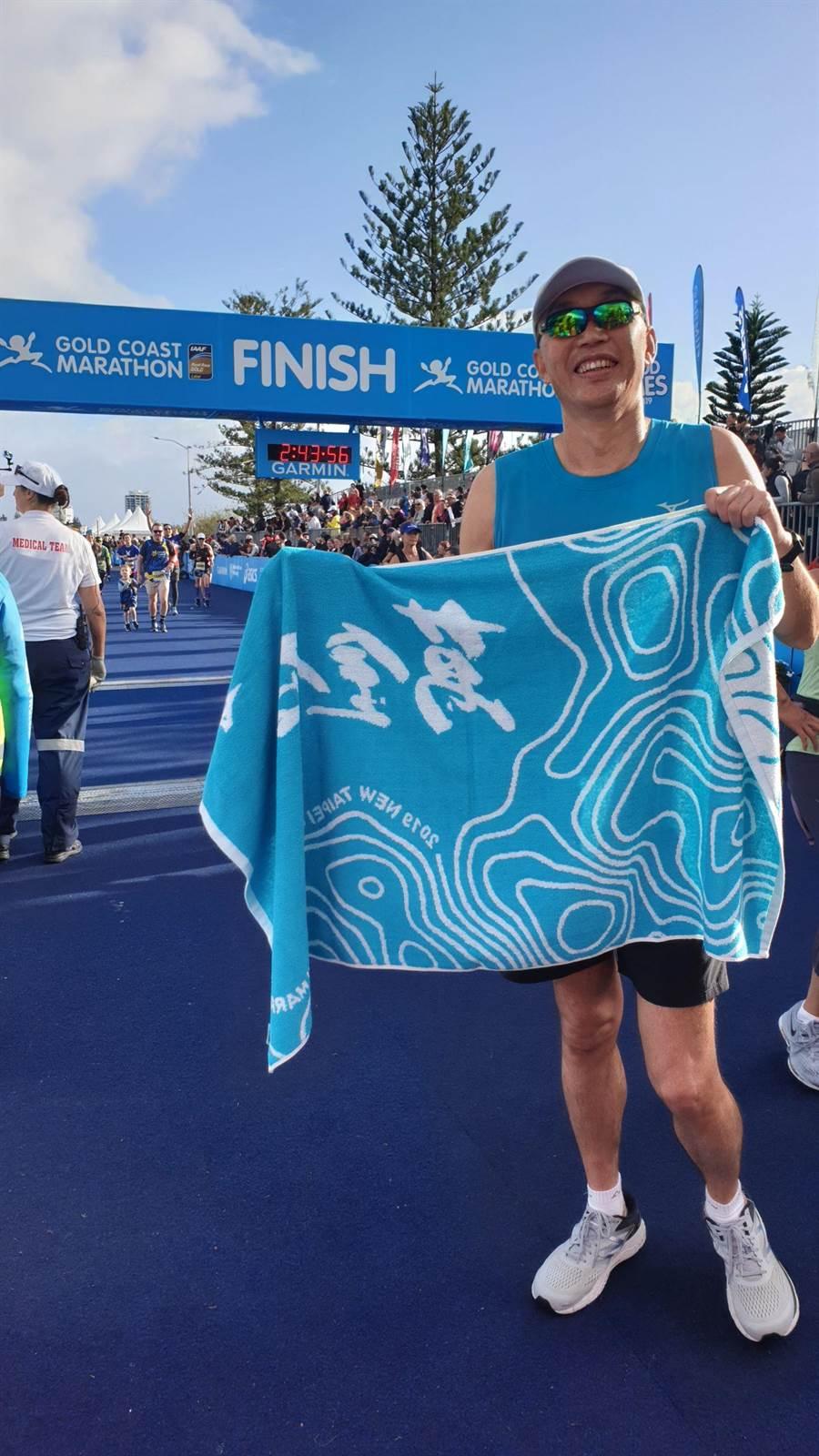 新北市副市長謝政達7日以跑者身分前往澳洲昆士蘭參加「黃金海岸馬拉松」半程馬拉松賽事。(譚宇哲翻攝)