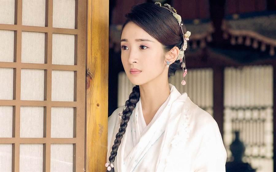 林依晨睽違5年,再次演出古裝劇《小女花不棄》。(中天提供)
