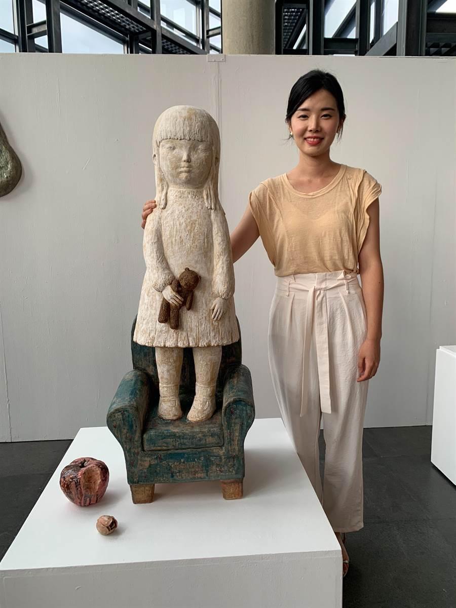 鶯歌陶瓷博物館與韓國金海美術館簽訂文化合作協約書,來台駐村交換的韓國陶藝家徐尚希、車秀彬,將在陶博館展出「陶土紀事-韓國陶藝駐村交換成果展」。(許哲瑗翻攝)