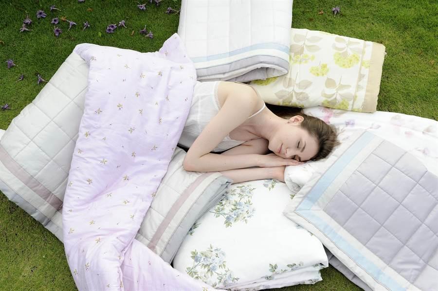 WENTEX純棉雙人輕紗毯,特價2980元 。(日比家族提供)