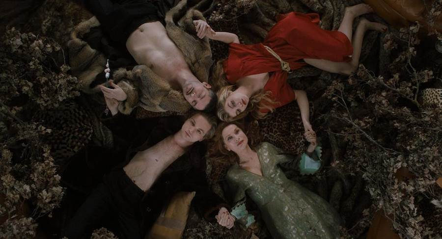 伊莎貝(右下順時鐘起)、盧卡斯、梅維爾和葛拉蒂亞發展4人戀曲。(可樂電影提供)