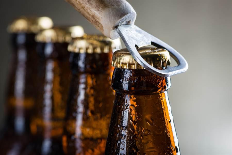 為何啤酒瓶蓋是21鋸齒?學問大了(圖/達志影像)