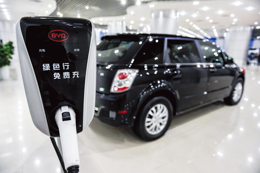 2019年上半年累計汽車銷量22.81萬輛,其中新能源汽車累計銷量14.57萬輛,年增長高達94.5%圖/新華社