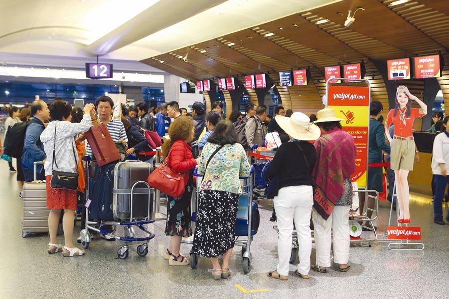 今年上半年各產險旅行不便險投保件數都成長六成以上,國泰產險旅綜險年增近8成。圖/本報資料照片