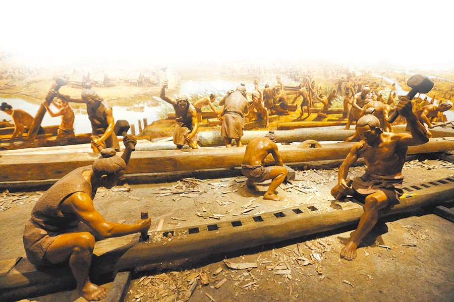 良渚博物院展廳模擬古人居住生活模樣。(CFP)
