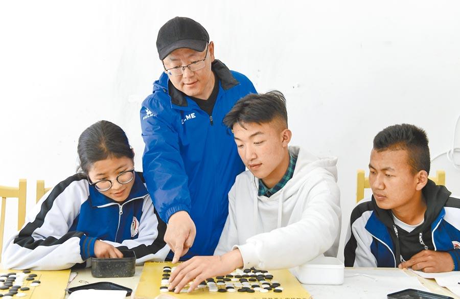 湖北孝感惠台,台籍教師可在當地從事教學工作。圖為湖北省孝感教師教育援藏。 (新華社)