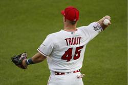 MLB》紀念驟逝隊友 神鱒穿45號參加明星賽