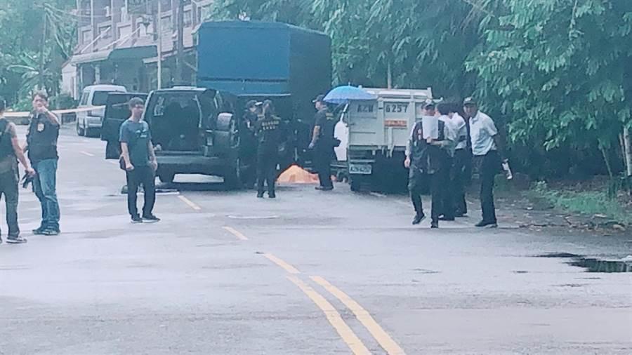警方凌晨與陳嫌爆發槍戰,現陳嫌頭部中彈身亡。(林郁平翻攝)
