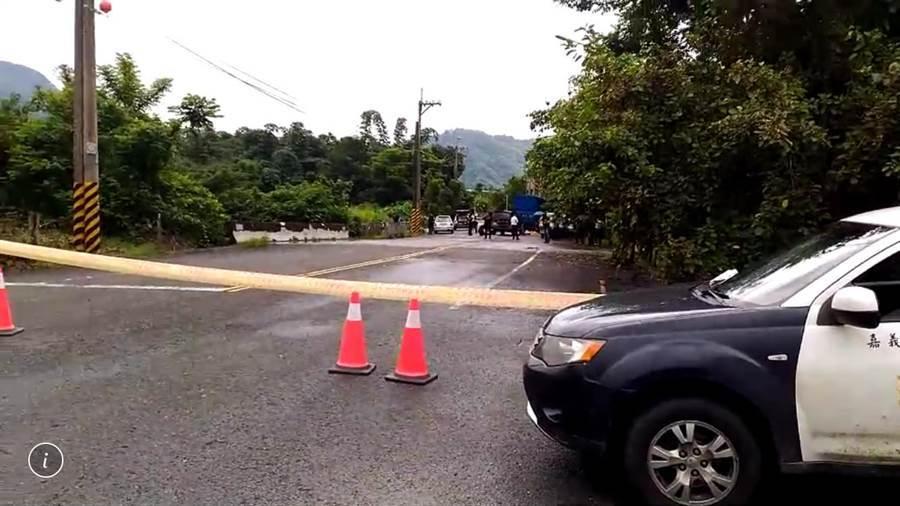 槍擊要犯陳宏宗遭警圍捕頭部中彈身亡的現場已封鎖。(張亦惠翻攝)
