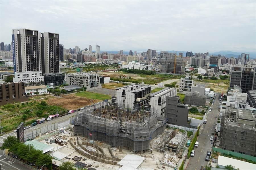 ▲台中建商對房市後市更具信心,持續加碼購地推案。(圖/曾麗芳)