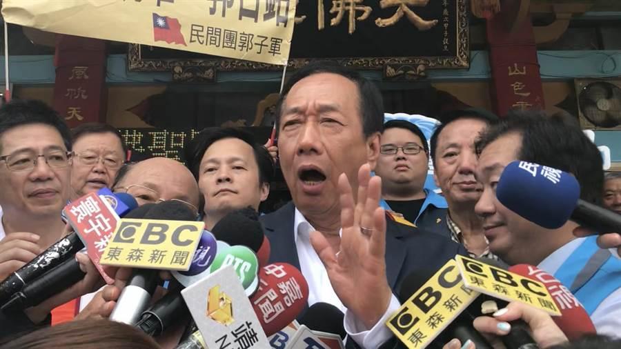 面對民調落後,國民黨總統初選參選人郭台銘喊話「國民黨醒醒吧,國民黨的中央委員們醒醒吧」。(張穎齊攝)