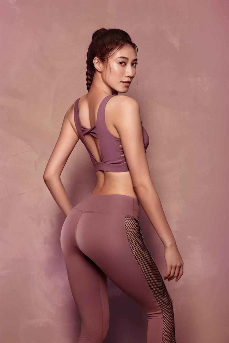 紀艾希推出《蜜桃臀這樣練》健身書,鼓勵女孩們建立健康心態。(伊林娛樂提供)