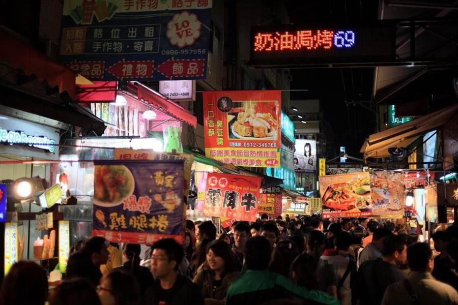 首屆台中購物節今開跑,11家知名夜市祭出限時優惠。(盧金足翻攝)