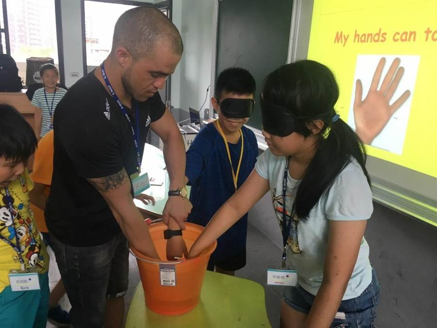 营队藉由活泼有趣的课程,让孩子在生活情境中自然运用英语。