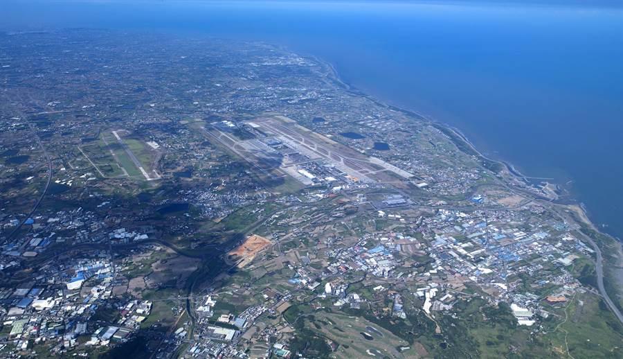 桃園航空城計畫機場園區及附近地區(第一期)區段徵收開發案土地部分的協議價購將於15日開始進行。(甘嘉雯翻攝)