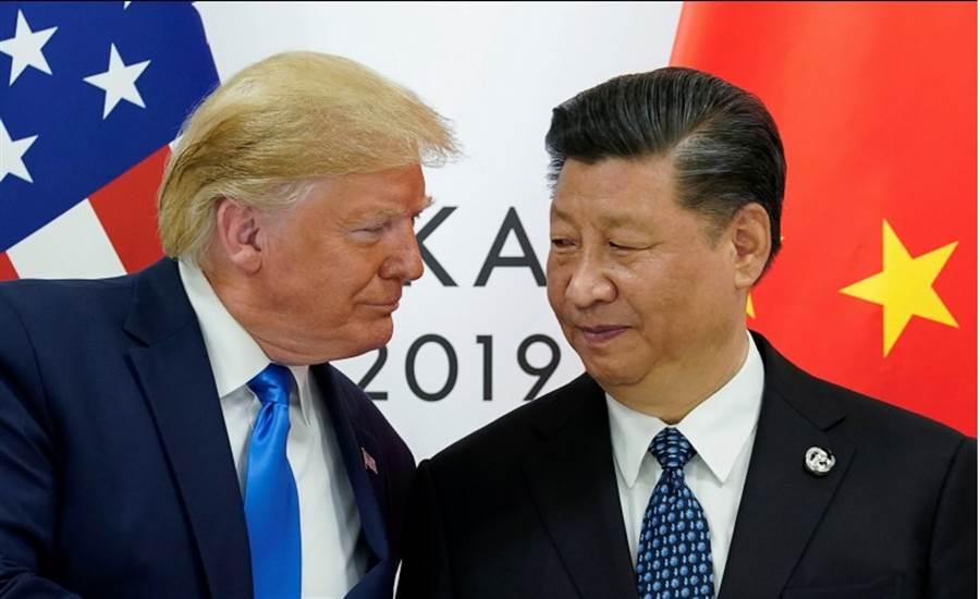 外媒透露,川普在G20上向習近平表示,若能重啟貿易談判,美方有意願減輕在香港爭議上對北京的批評立場。(美聯社)