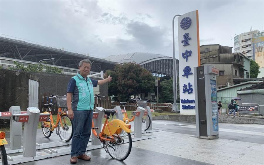 台中火車站ibike新熱點,市議員鄭功進盼結合購物節拼優惠。(陳世宗攝)