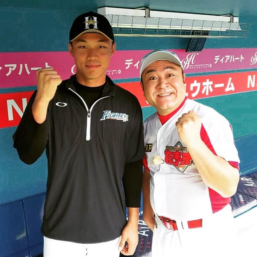 王柏融(左)與日本搞笑藝人山崎弘也(右)合照,被日本網友驚呼會有「崎山詛咒」。(截自火腿官方Instagram)