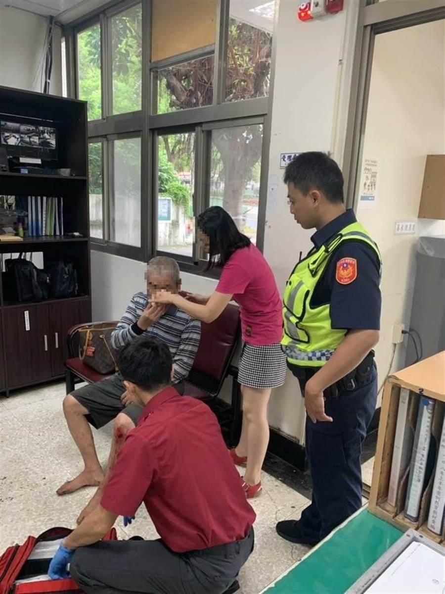 台中市一名楊姓民眾走失,家人急報警,波麗士大人4小時快速幫忙找到人。(盧金足翻攝)