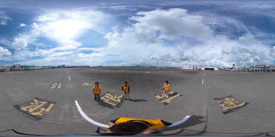 闇橡科技公司工作人員使用360度環景系統在小港機場停機坪拍攝取景,建構出全台第一個機場VR導覽系統。(高雄國際航空站提供)