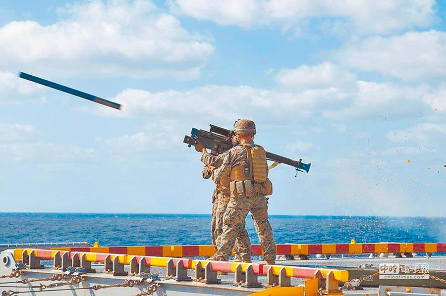 美方首度售我250枚人攜式短程防空刺針飛彈。(取自美國海軍官網)