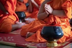 2僧侶基情啪啪 影片外洩後竟落跑