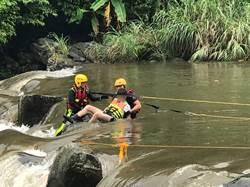 暴雨溪漲 坪林露營9遊客落水受困 警消搜救