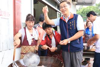 樹林紅麴文化節暖身 區長、圳民里料理紅燒紅麴鰻飄香