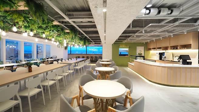 :「星客匯」擁有105坪大空間,多元聯誼商務空間,有80個自由流動商務座,和提供多樣健康輕食及風味簡餐專區。(馮惠宜攝)
