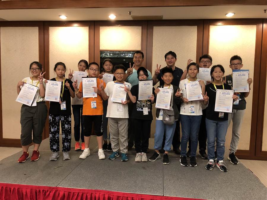 小墾丁渡假村推出「國際天文生態營」,驚艷香港宣道會葉紹蔭紀念小學師生99人。(謝佳潾攝)