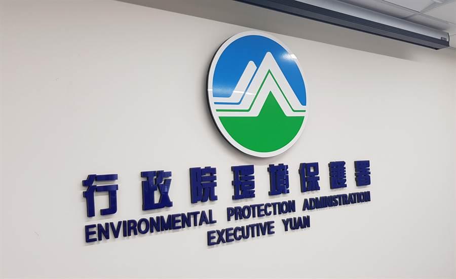 環保署今(11)日宣佈,新版空氣品質標準,年底正式上路,總懸浮微粒、PM2.5、二氧化硫三項污染物,排放標準最高加嚴70%。(郭建志攝)