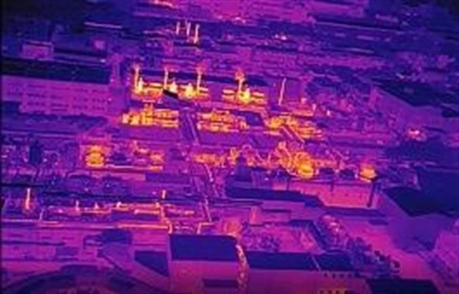 ▲南投縣府環保局以無人空拍機結合紅外線熱顯像儀,進行工業區巡查。(環保局提供)