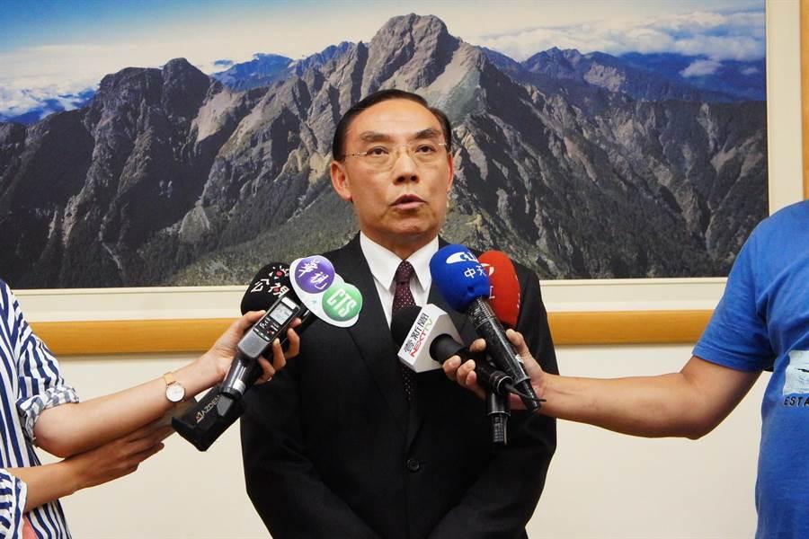 法務部長蔡清祥對同仁面對假訊息的處理方式,感到非常痛心。(張孝義攝)