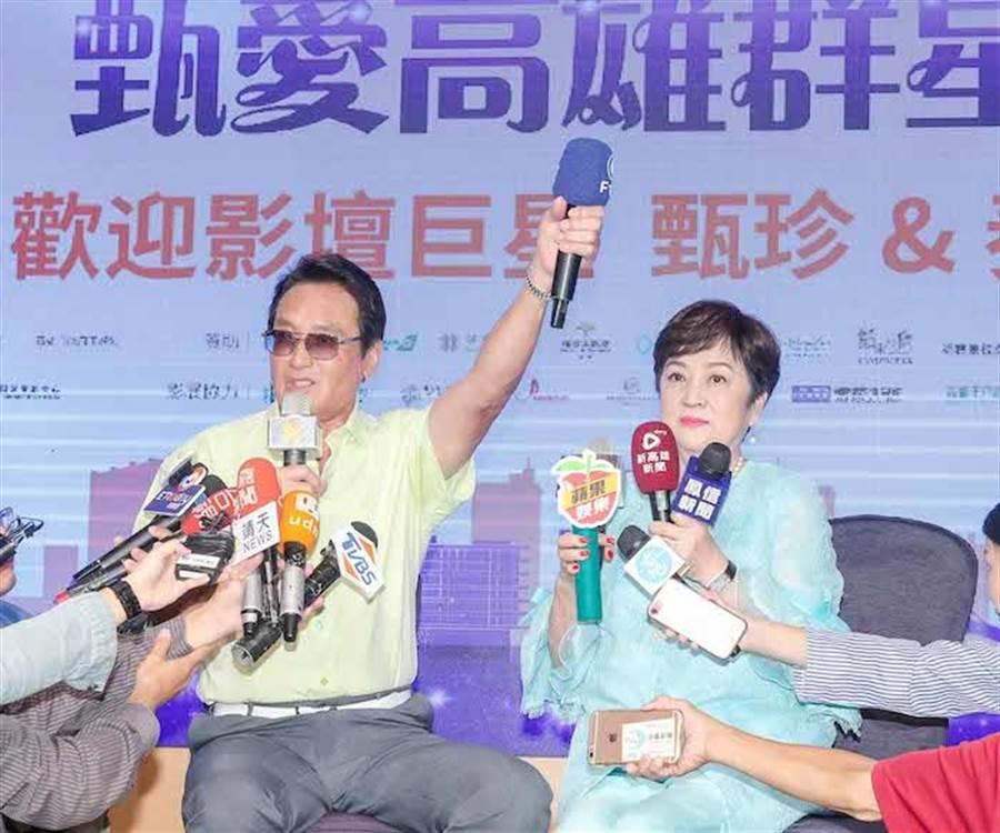 秦祥林高舉左手説「活著就是勝利」。盧禕祺攝
