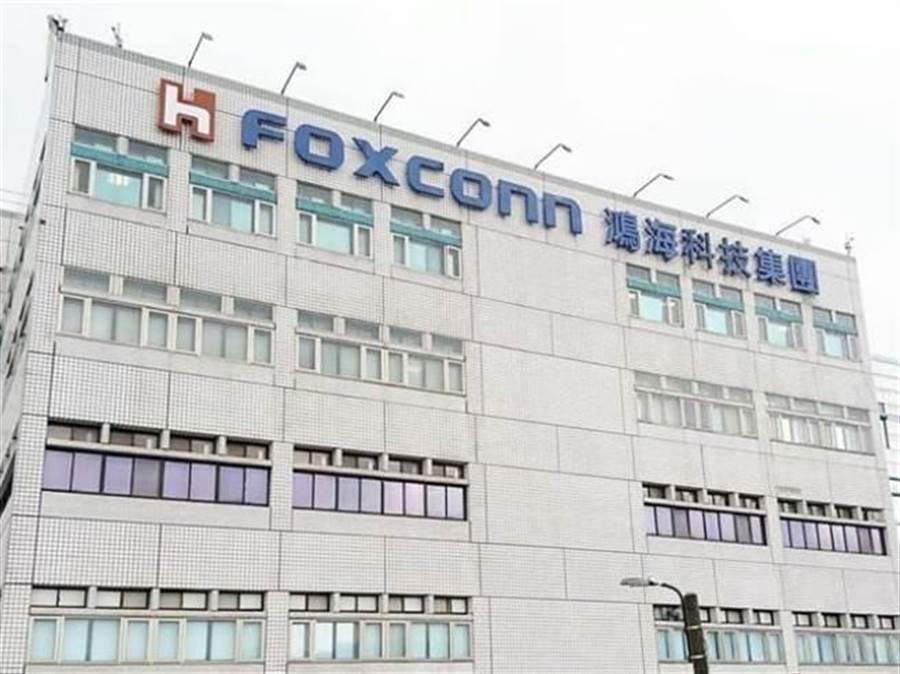 鴻海公司汽車事業群電子產品處蔣姓前副總經理吹噓可以員工價購買iPhone手機。(本報系資料照)