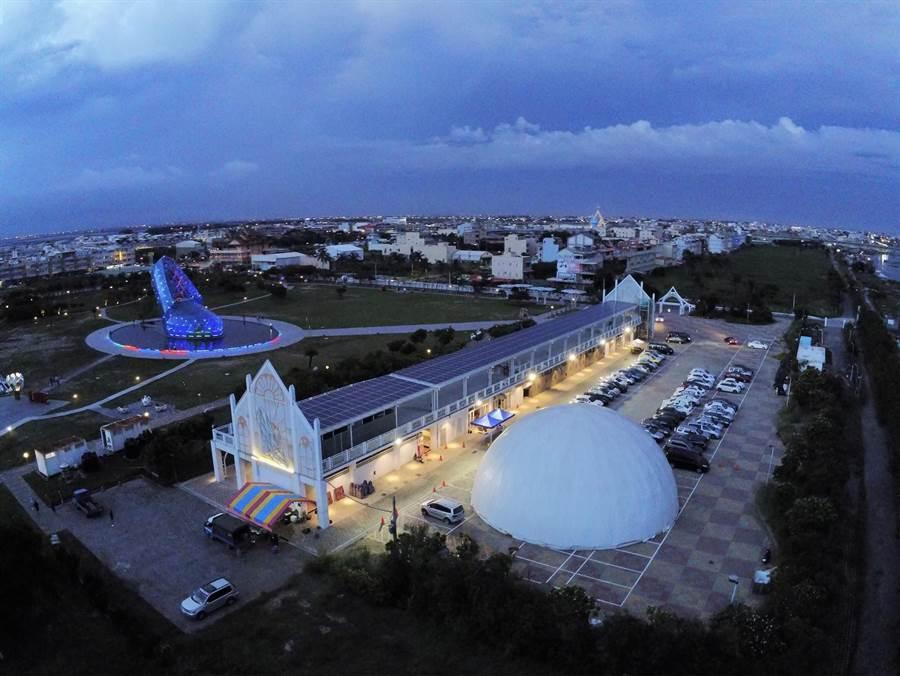 彝璋文創顧問公司投資在嘉義縣布袋鎮高跟鞋教堂園區打造大型圓頂天幕劇院於11日開幕。(嘉義縣政府提供)