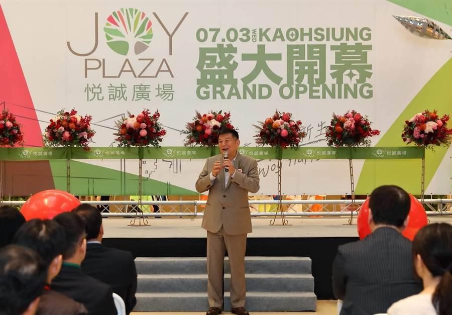 興富發集團總裁鄭欽天指出,未來將積極拓點,全台將打造6座百貨。(柯宗緯攝)